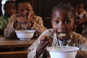 School & community nutrition program in Madagascar. Credit Stephanie Malyon CIAT.jpg
