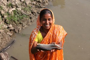 Woman in aquaculture, Bangladesh. Credit World Fish Centre